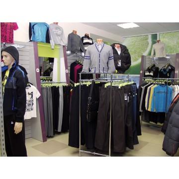 Мебель в магазин одежды из хромтруб МТТ-5 по Украине в Киеве и Броварах, Виннице и Ирпени, Николаеве и Чернигове.