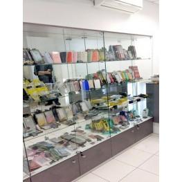 Витрина стеклянная для телефонов и гаджетов